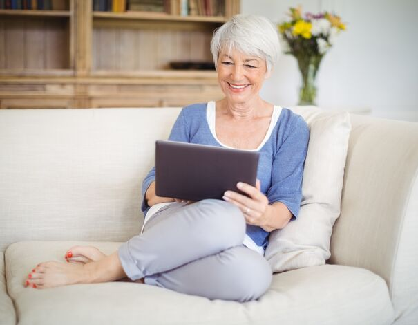 Woman reading about diabetes online