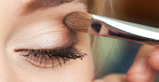 How to apply eye shadow by eye shape uniprix eyes come in all shapes and sizes and our makeup should be adapted to each here are the best makeup techniques to use based on your eye shape ccuart Images