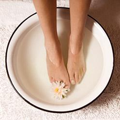 Comment enlever la corne sous nos pieds uniprix for Bain de pied maison corne