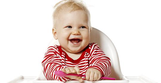 Quand introduire les aliments solides uniprix - A quel age bebe tient assis dans une chaise haute ...